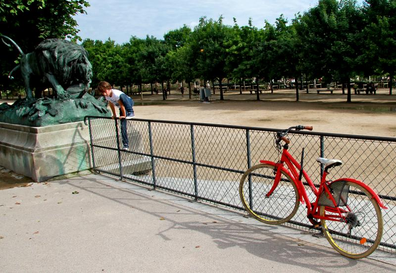 The Red Bicycle, Jardin des Tuileries. Photograph by Dan Mangan