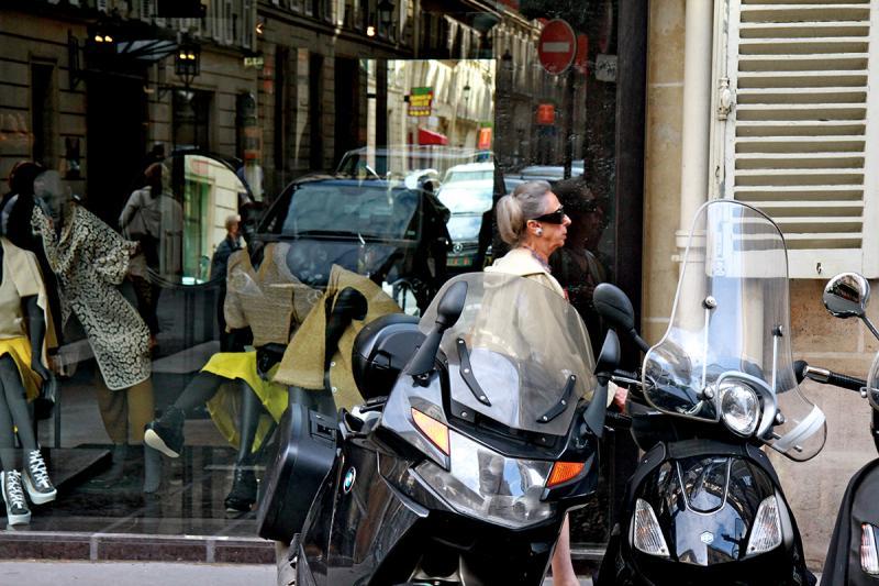 Incongruité, Rue d'Alger. Photograph by Dan Mangan